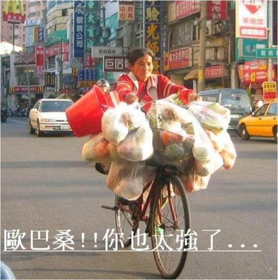 Solo en Taiwán!!! (Ya vieron mujercitas... ¡Esa es la actitud! ¡Chingaos!)
