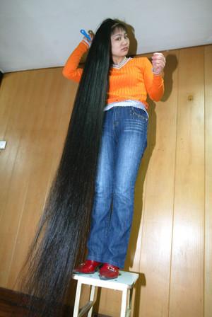 El medio en la farmacia para los cabellos grasos
